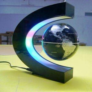 Глобус в полуовальном светильнике