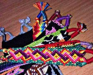 Набор для плетения фенечек из ниток мулине (10 браслетов)