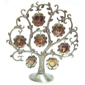 Рамка для фотографий в виде дерева  с цветами (7 фото)